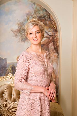 Свадебный стилист - Светлана Бовьё. Самые красивые свадебные прически и макияж на все знаменательные даты. Профессиональные услуги свадебного стилиста в Москве. Выезд на дом или в салон!